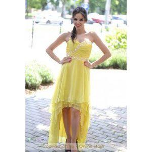 Sárga uszályos ruha kép