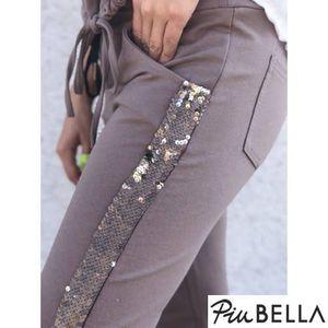 Verona Brown Pants - Gumis derekú nadrág oldalán flitter csíkkal kép