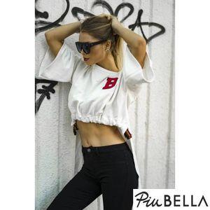 B World White - Varrott piros B betűs fehér hosszított hátú pulóver, derekán húzott megkötővel, bő ujjal kép