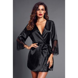 Szexi fekete szaténköntös kép