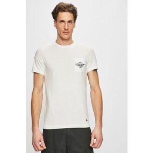Mustang - T-shirt. 5 990 Ft. T-shirt kollekció Mustang. Nyomtatott  dzsörzéből készült modell. - Egyszerű stílus. - Kerek nyakkivágás. 1351938655