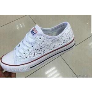 fehér Converse tornacipő kép