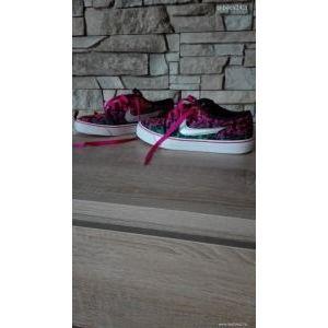 Vagány Nike cipő eladó ! kép